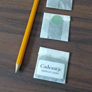 Pergamijn bedankjes met zaden (10 stuks) zwart-wit